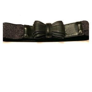 Black Bow Belt with golden Stretch material. L 30""
